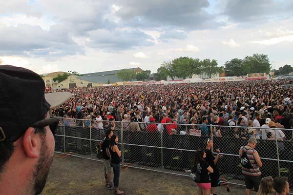 Sounset crowds 2016